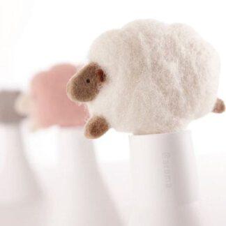"""De Geursystemen voor thuisfelt diffuser """"SLEEP sheep"""" Ivoor gekleurd schaapje gemaakt van viltwol doet op een natuurlijke manier diffusie"""
