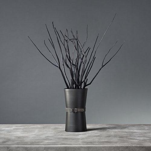 De professionel geursysteem, Aroma branch verspreidt de geur zachtjes door de aroma-olie door de takken te absorberen.De vaas en branch zijn zwart.